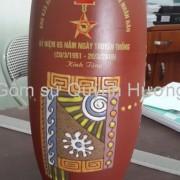 Quà tặng gốm sứ, lọ hoa Bát Tràng in logo-6