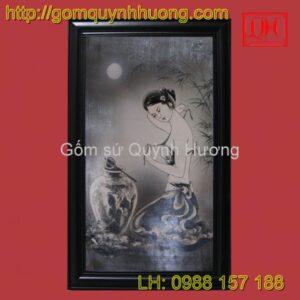Tranh gốm sứ Bát Tràng - Cảnh cô gái đen trắng