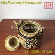 Ấm trà gốm sứ hoa văn khắc nổi