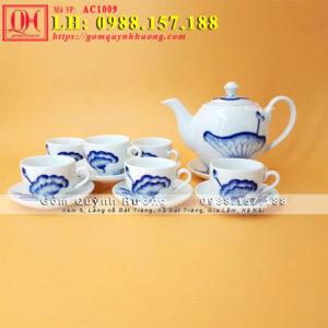 Bộ ấm trà sứ trắng vẽ sen đẹp