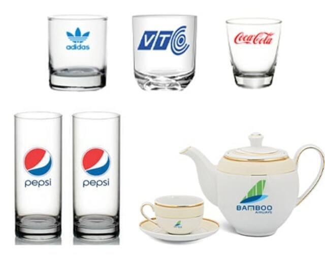 quy tình In logo lên ly cốc