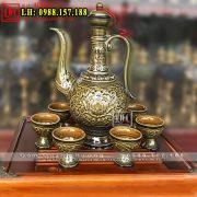 Bình rượu gốm sứ Bát Tràng dáng cao khắc hoa văn