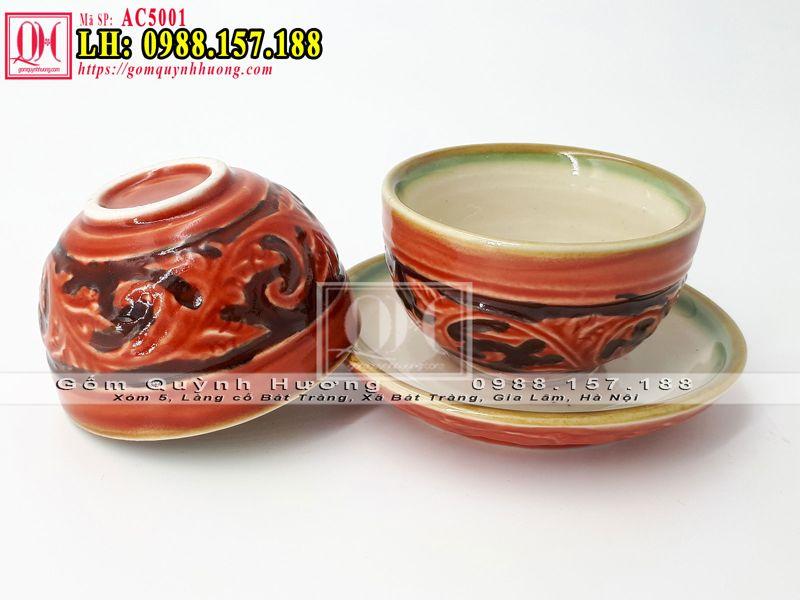 Chén, ly uống trà khắc nổi hoa văn của bộ ấm trà sứ này