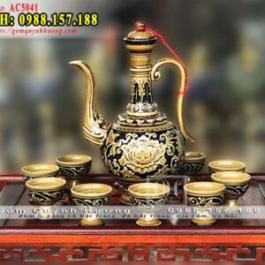 Bộ bình rượu gốm sứ Bát Tràng khắc nổi hoa văn