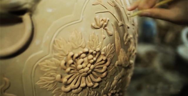 Quy trình sản xuất đồ gốm men rạn cổ chuốt chi tiết