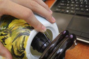 Cách vệ sinh đèn xông tinh dầu sạch bóng | Gốm Quỳnh Hương