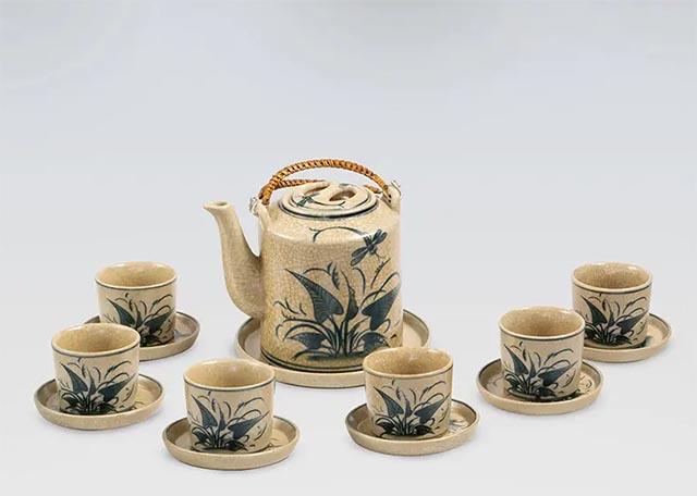 Bộ ấm tích bát tràng pha trà gốm sứ men ngọc bích góp phần làm đẹp cho không gian phòng khách